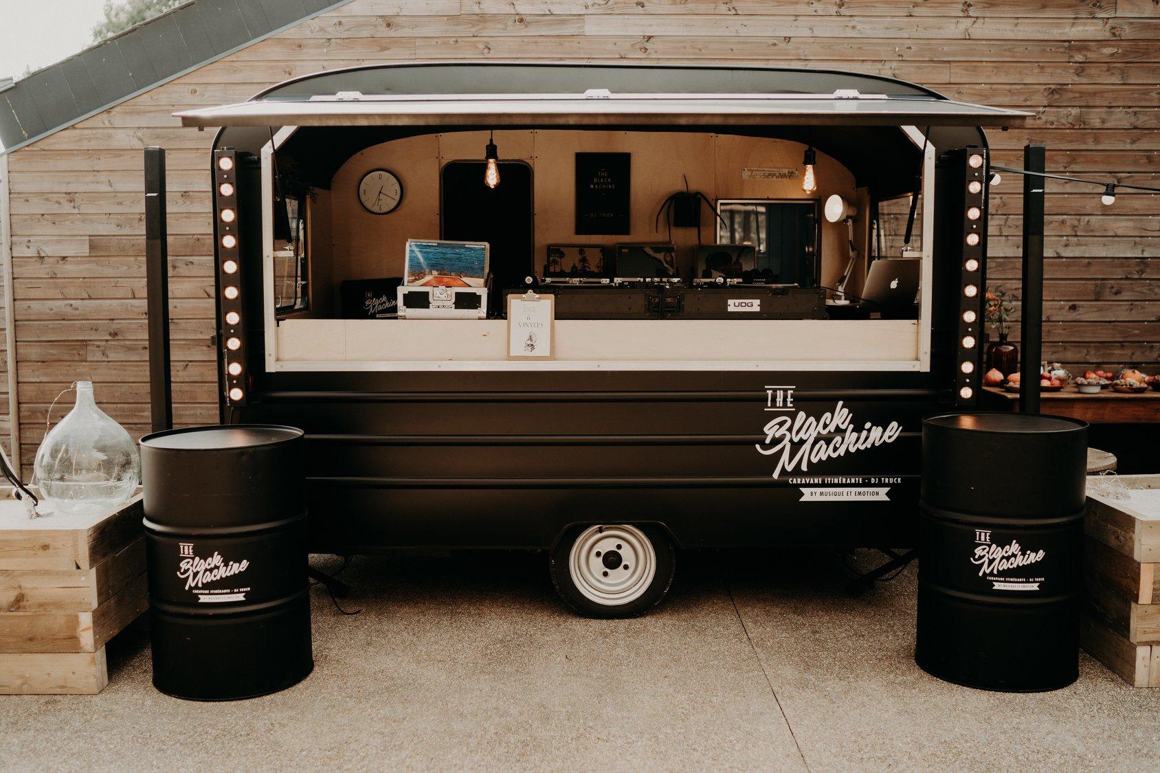 Dj mariage Nantes pays de la Loire mobile caravane