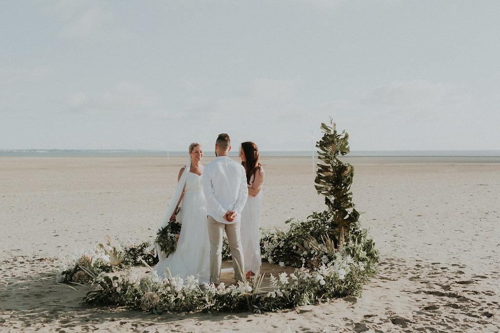 Cérémonie laïque de mariage sur la plage