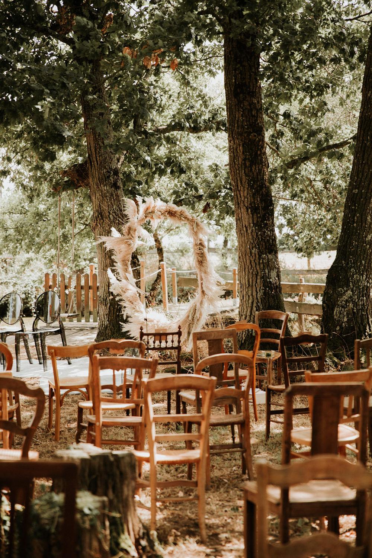 chaises bois dépareillées mariage