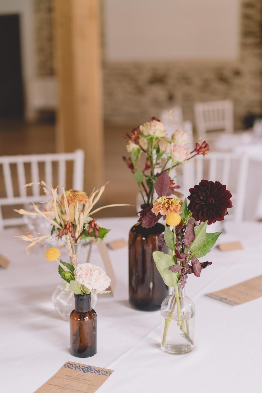 décoration de tables bouquets de fleurs fleuriste mariage Nantes