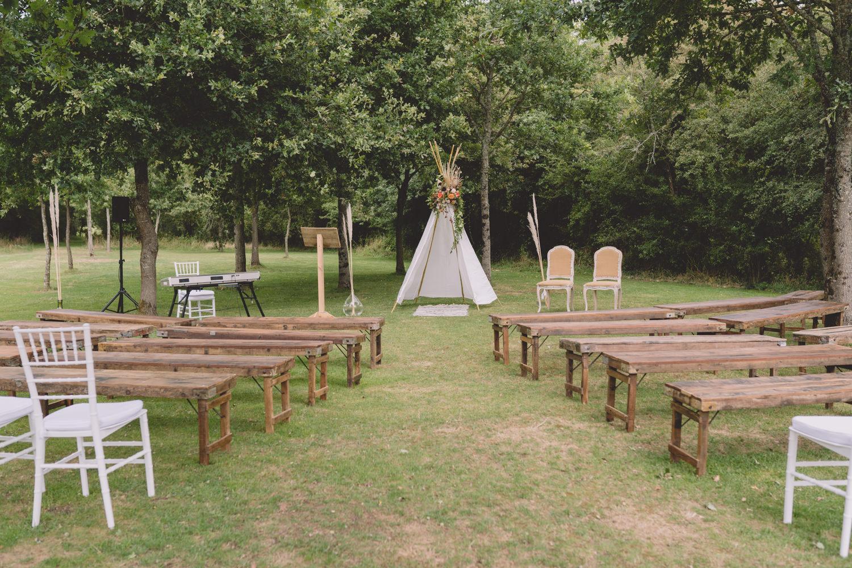 Mariage bohème champêtre Manoir Sainte Marie Loire Atlantique Location bancs cérémonie
