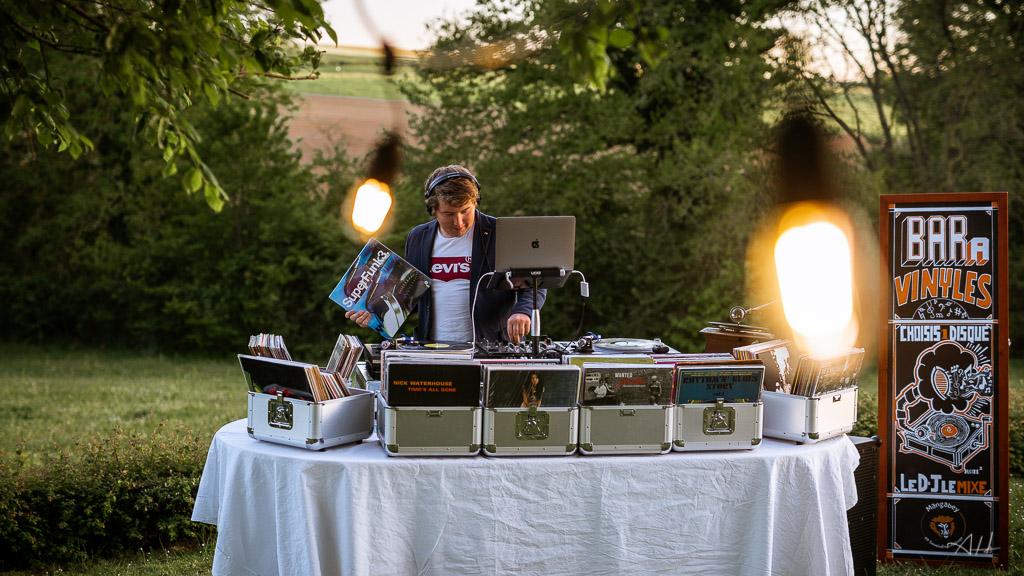 bar à vinyles mariage dj musique ambiance soirée dansante artistes île et vilaine