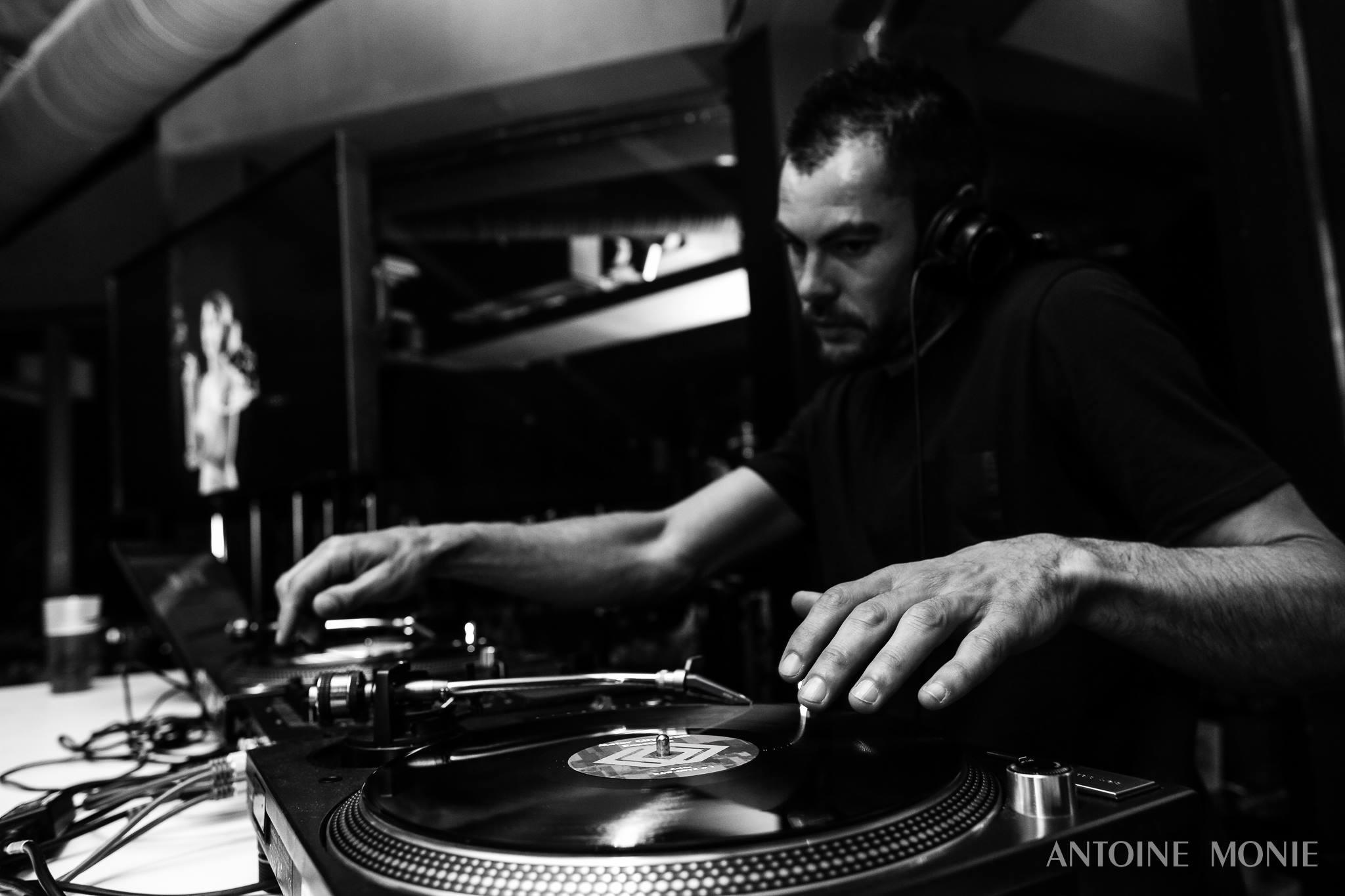 bar à vinyles tendance DJ mariage moderne Pays de la loire ambiance musique