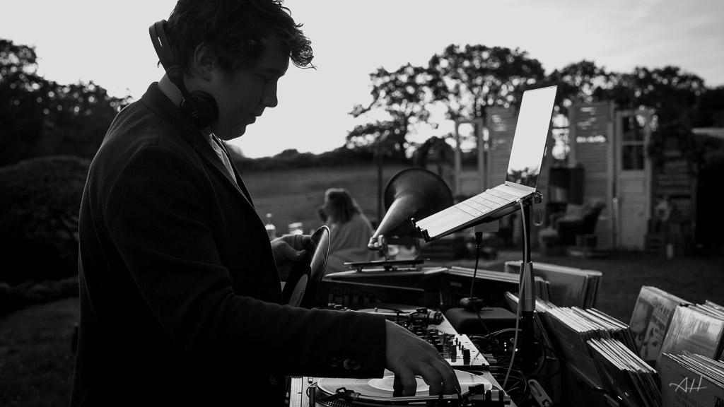 DJ mariage moderne bar à vinyles Pays de la loire