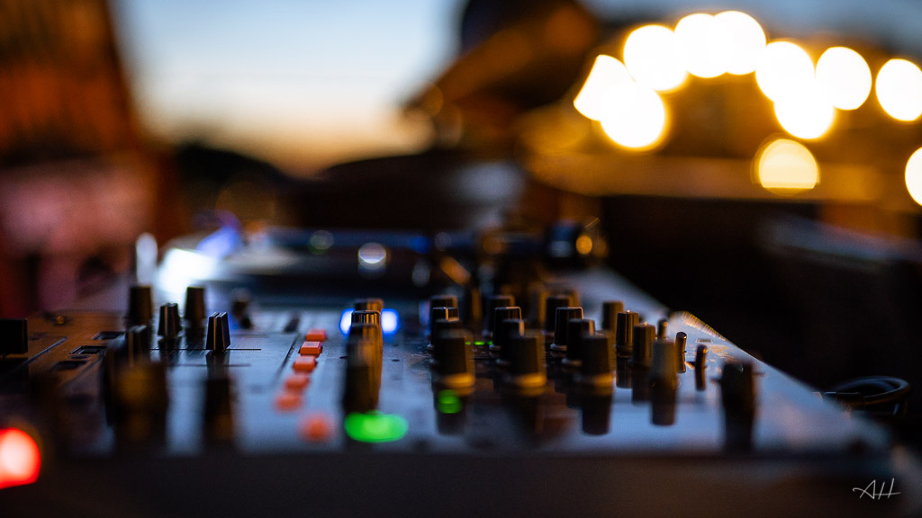 bar à vinyles platines DJ mariage artistes ambiance