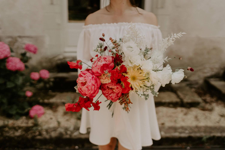 bouquet de mariee colore et robe mariage civil