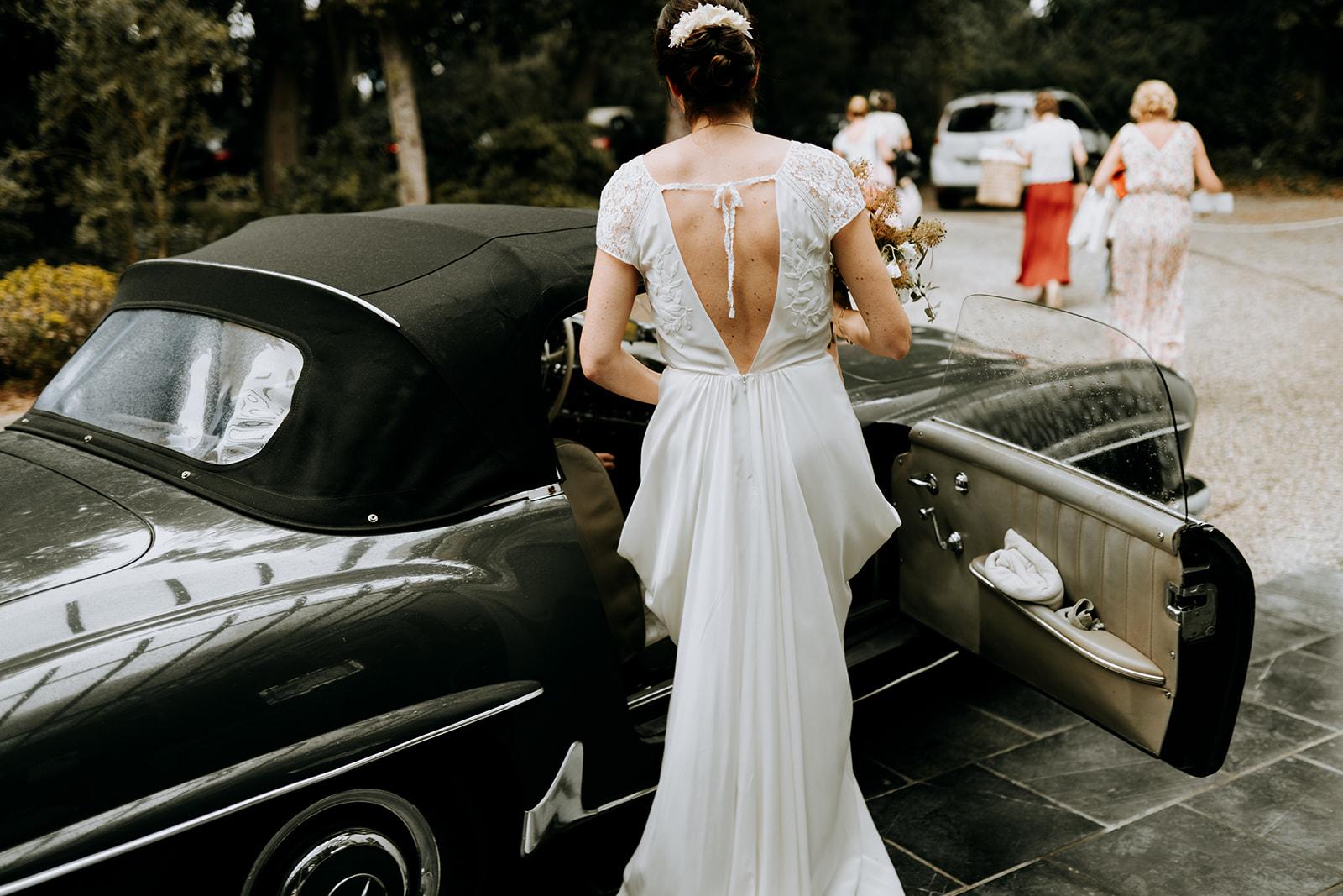 robe de mariee moderne dentelle longue pornichet