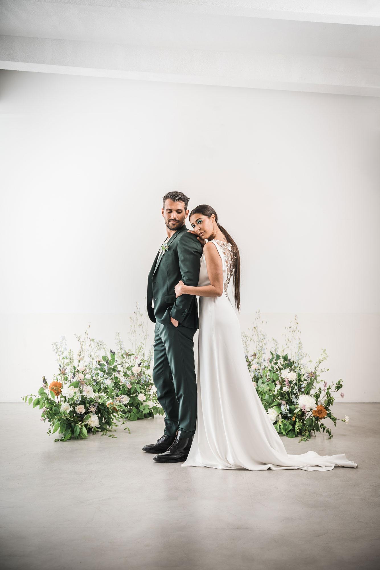 arche fleurie ceremonie sol sauvage moderne mariage