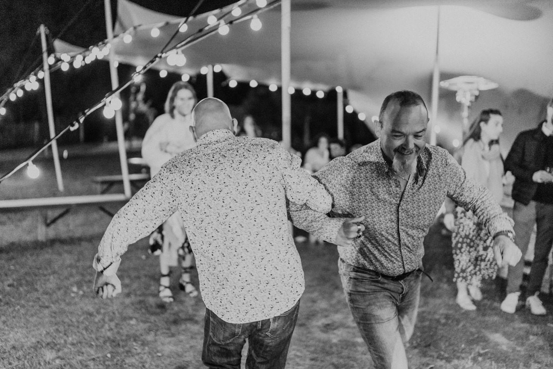 mariage boheme naturel Morbihan danse invites rires