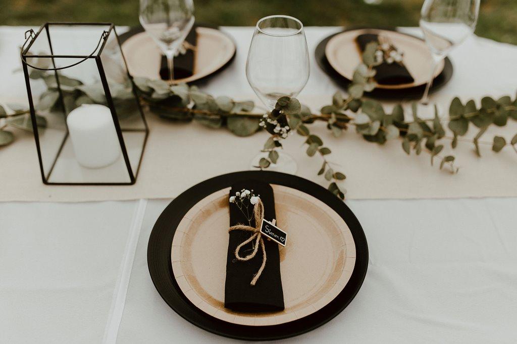 vaiselle decoration florale table des invites