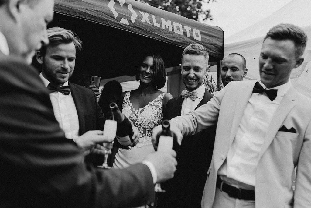 fete mariage maries amis