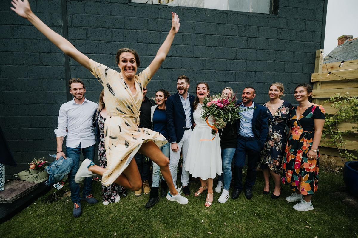 photo mariage maries invites amis