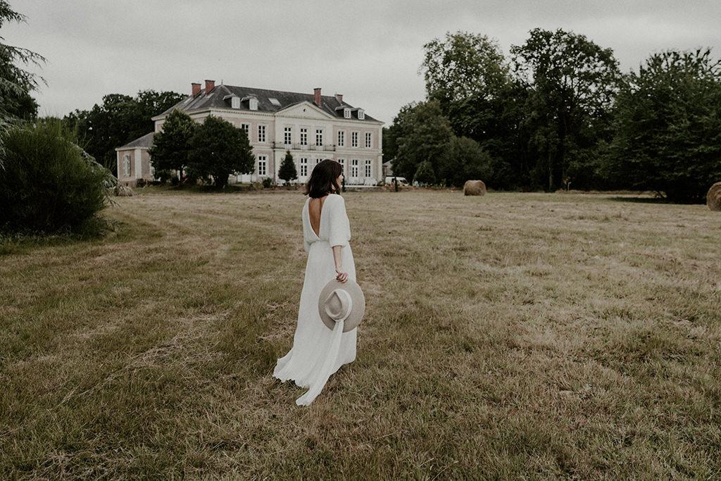 robe de mariee simple moderne chateau de la foret