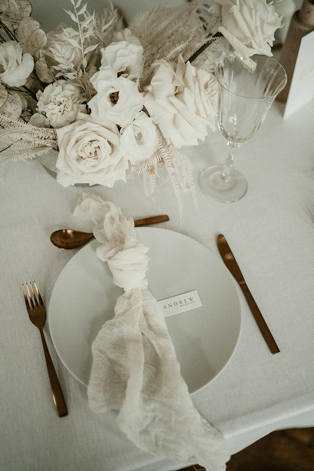 decoration inspiration mariage simple vaisselle fleurs