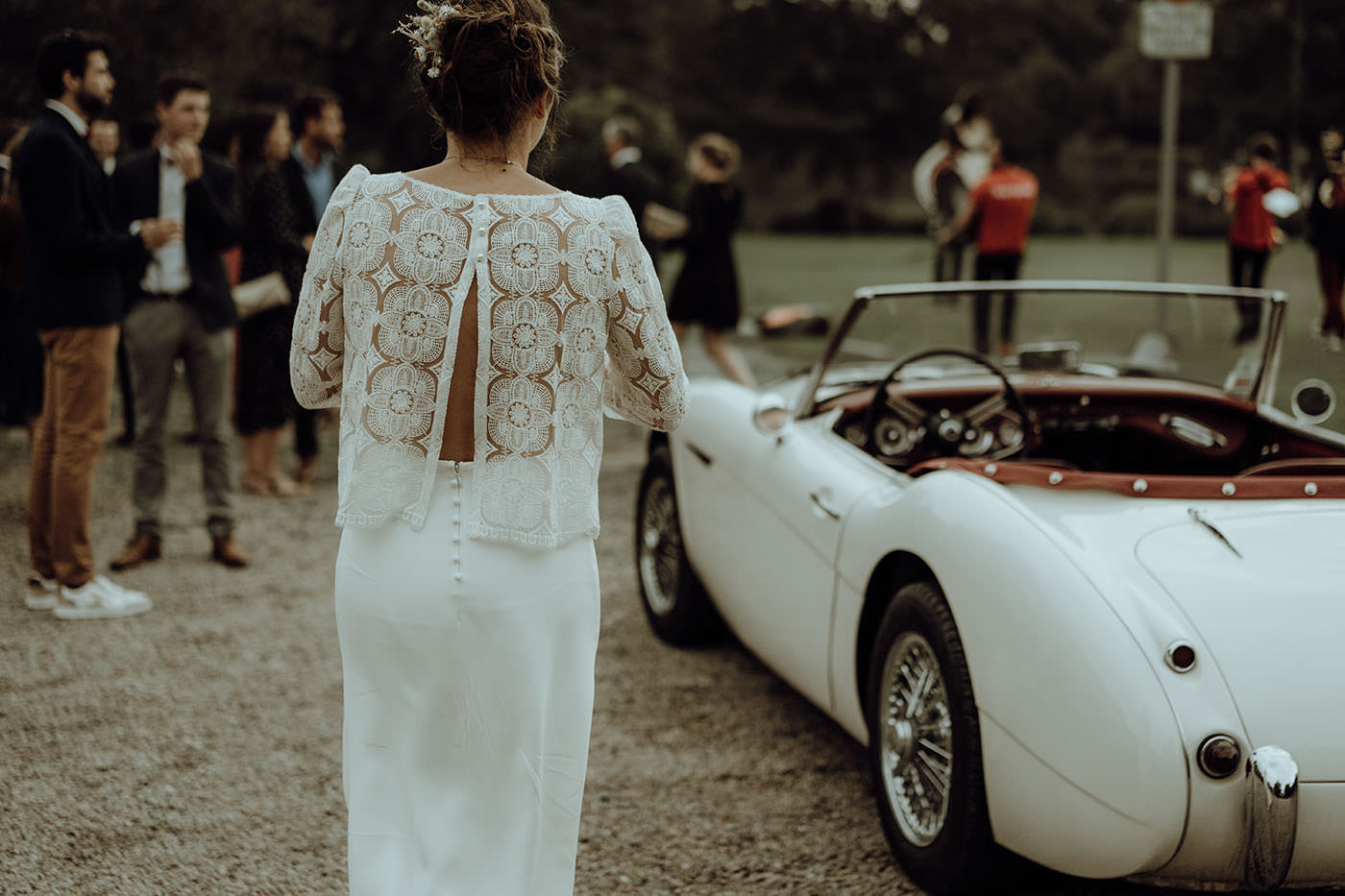 mariee robe de mariee dentelle blanche voiture