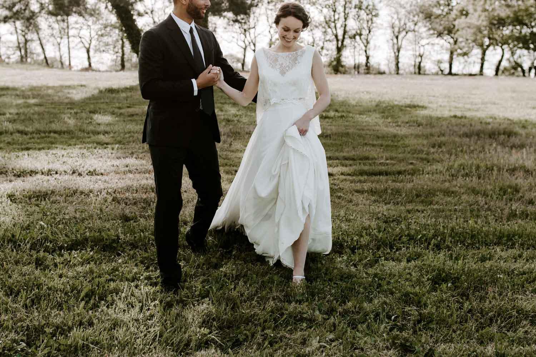 photos mariage maries robe dentelle costume