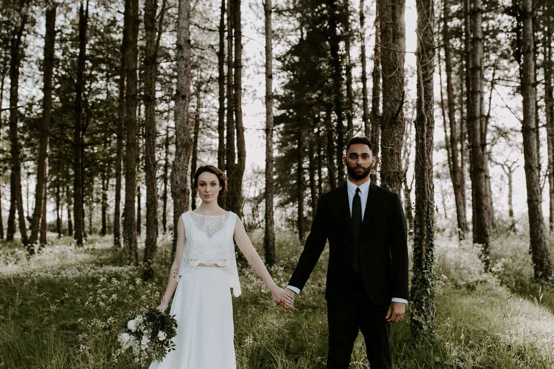 photo de mariage bouquet de la mariee simple sauvage