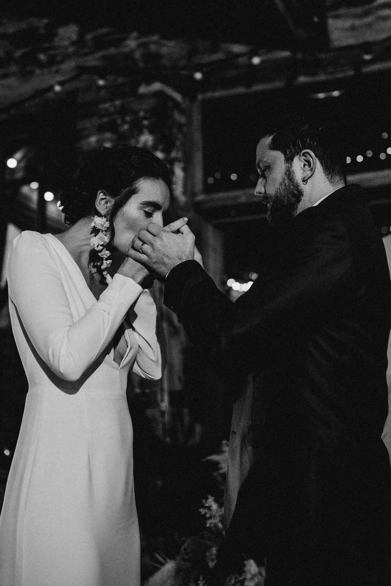 mariage maries baiser amour