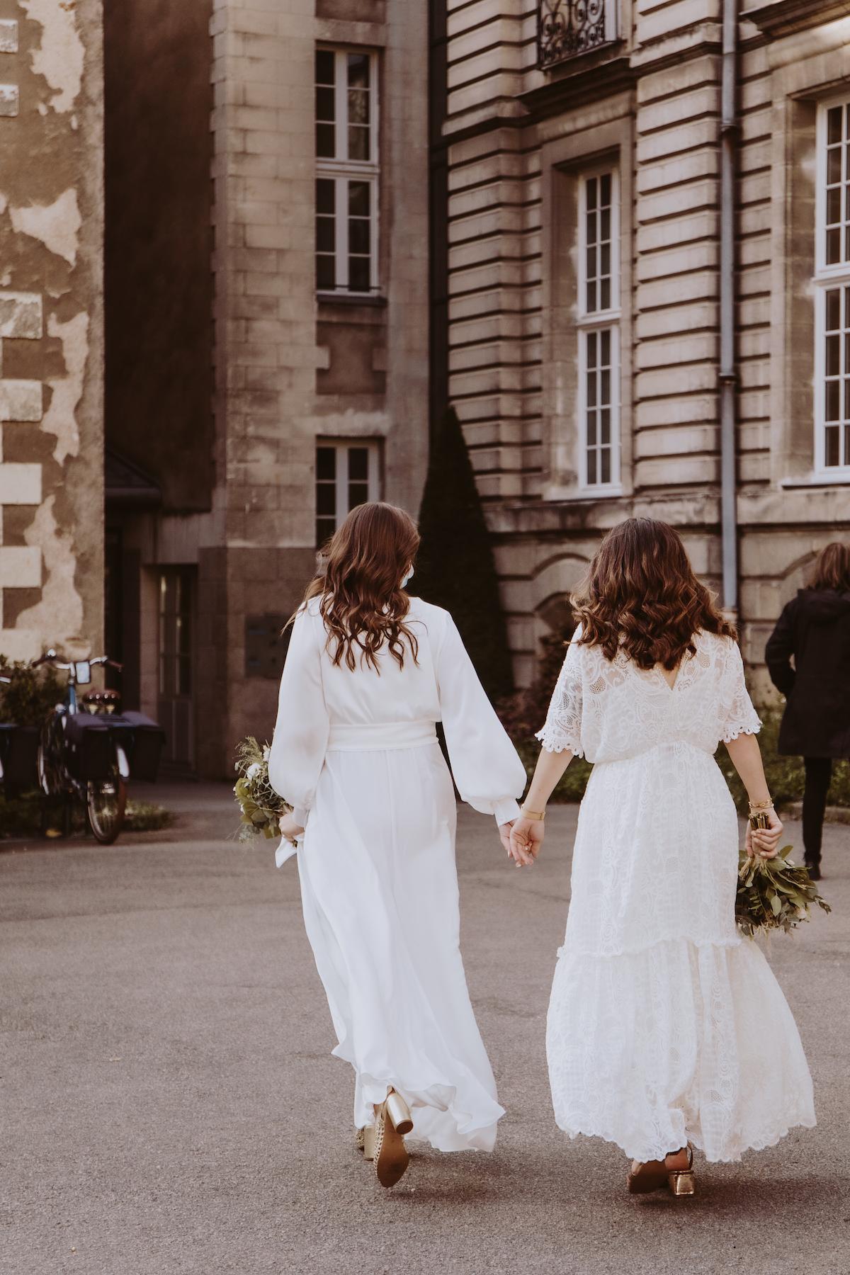 mariage gay mariees robe de mariee dentelle