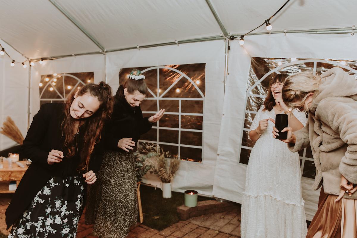 mariage gay fete famille danse