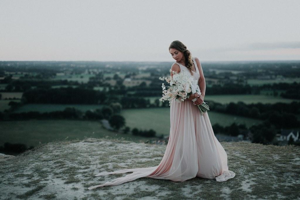 eve des temps moderne bouquet de fleurs robe de mariee