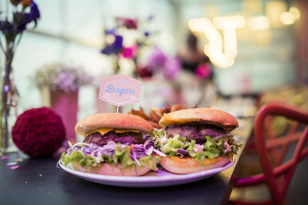 mariage a l'americaine repas hamburger