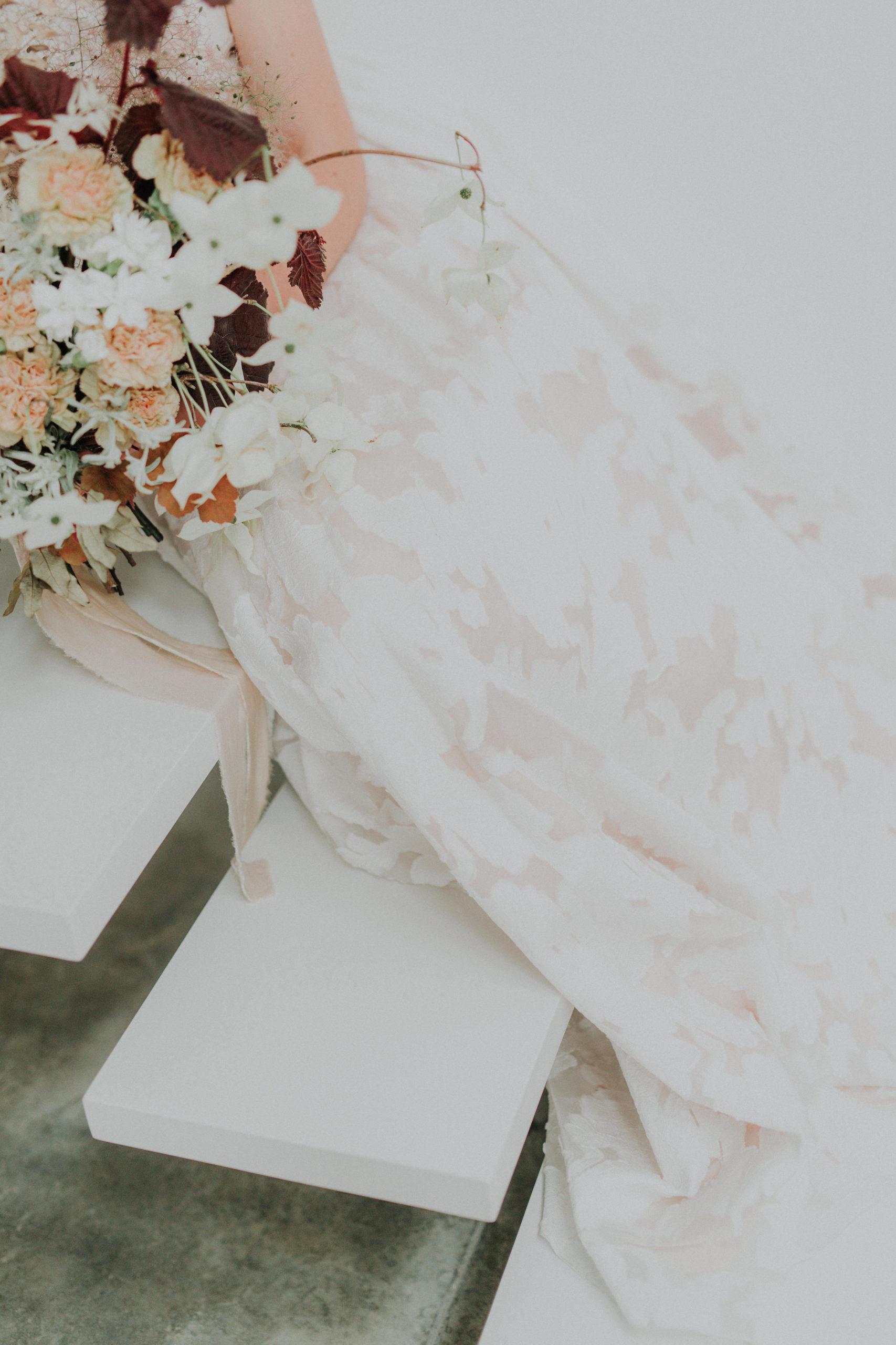 details robe de mariee blanche mariage minimaliste moderne