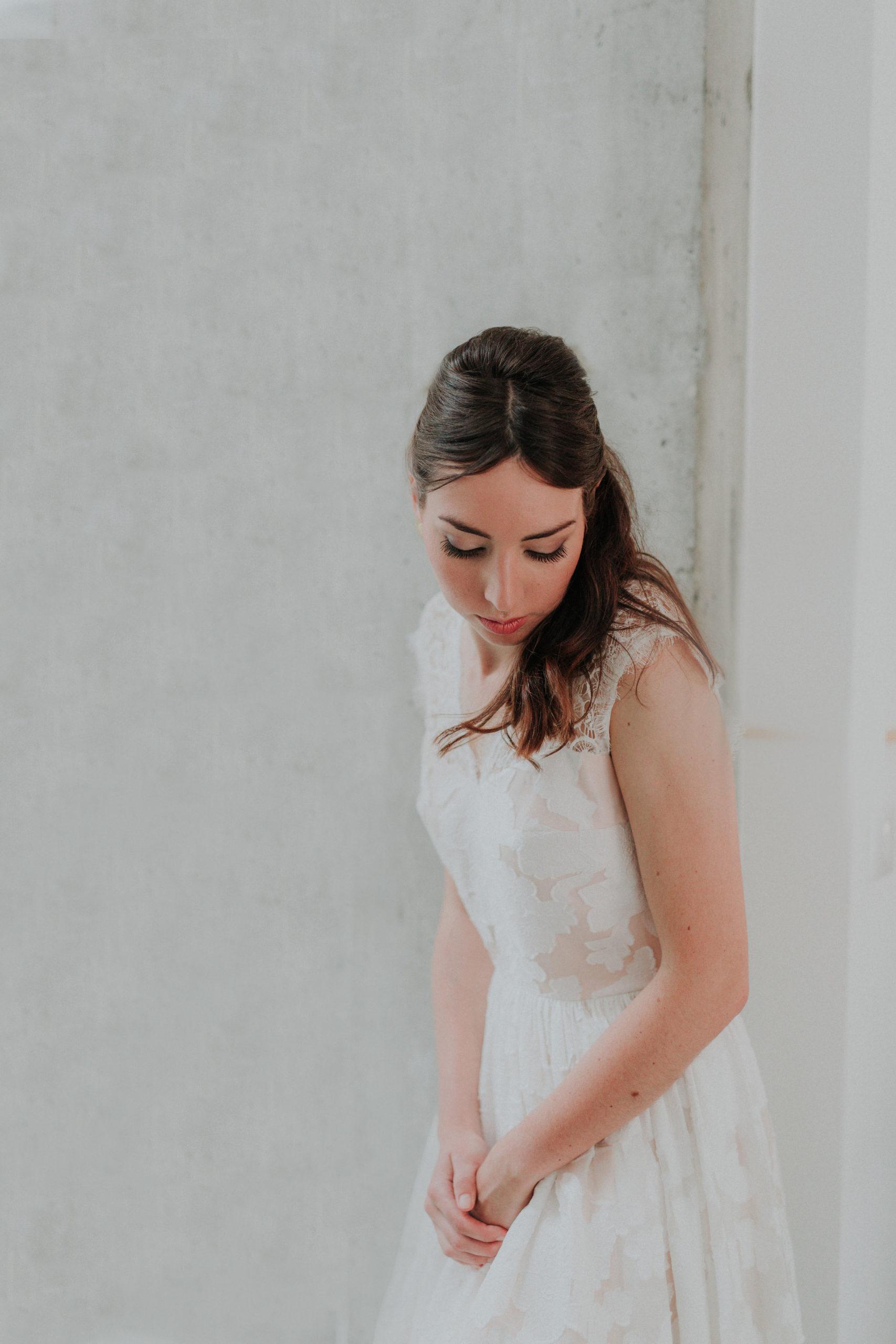 robe de mariee blanche dentelle mariage hivernal
