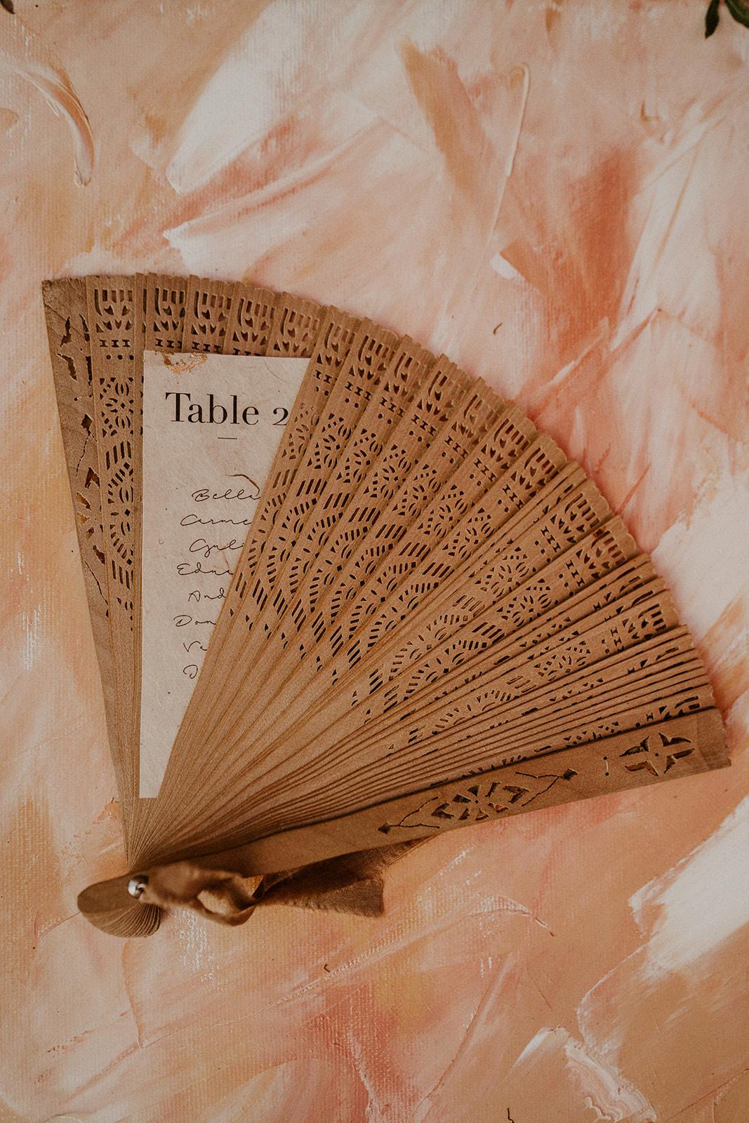 details accessoires papeterie decoration mariage flamenco