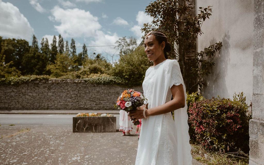mariee robe bouquet fleurs dentelle blanche
