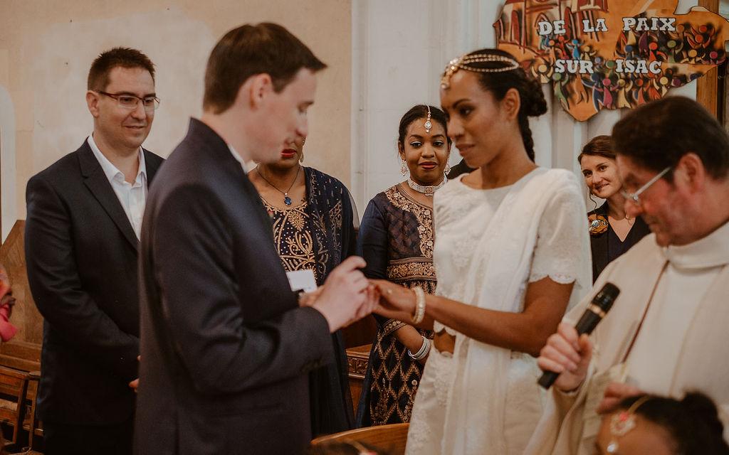 eglise ceremonie catholique echange d'alliances maries