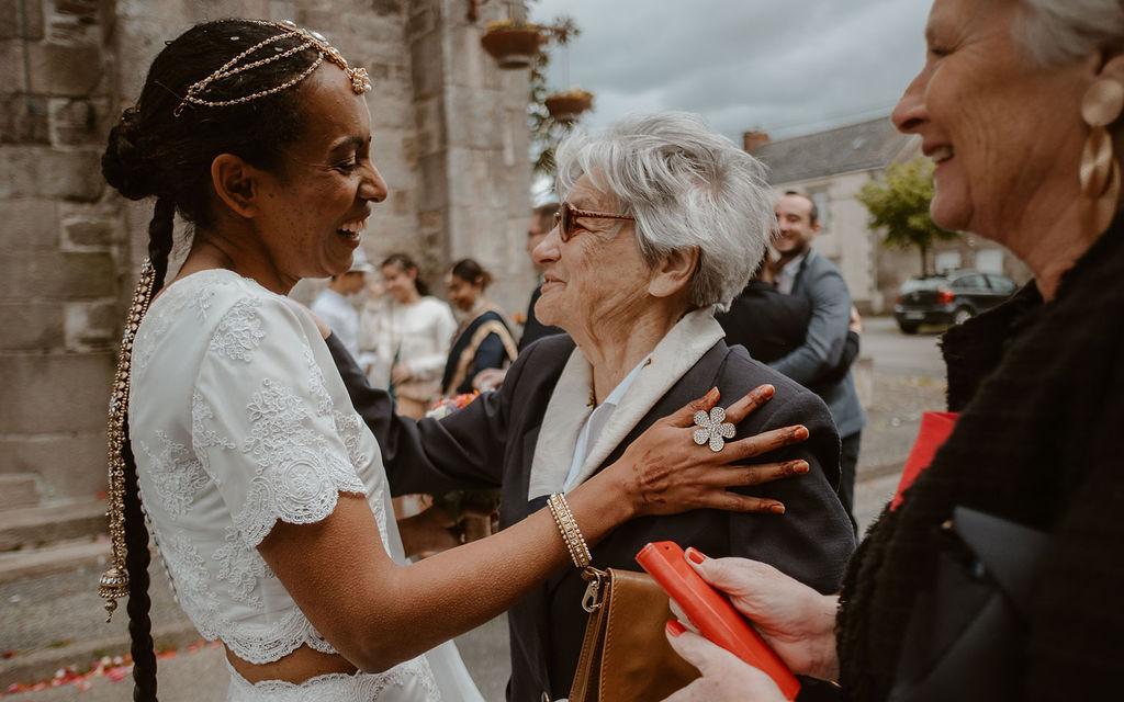 mariee famille mariage multiculturel robe de mariee