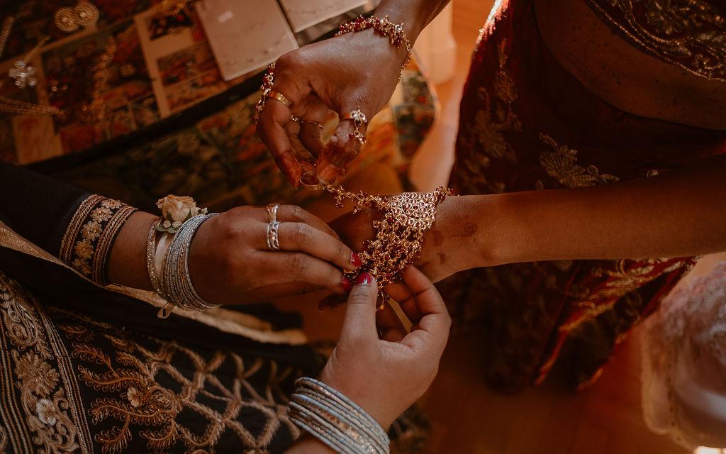 culture indienne bijoux dores mariage mixte multiculturel