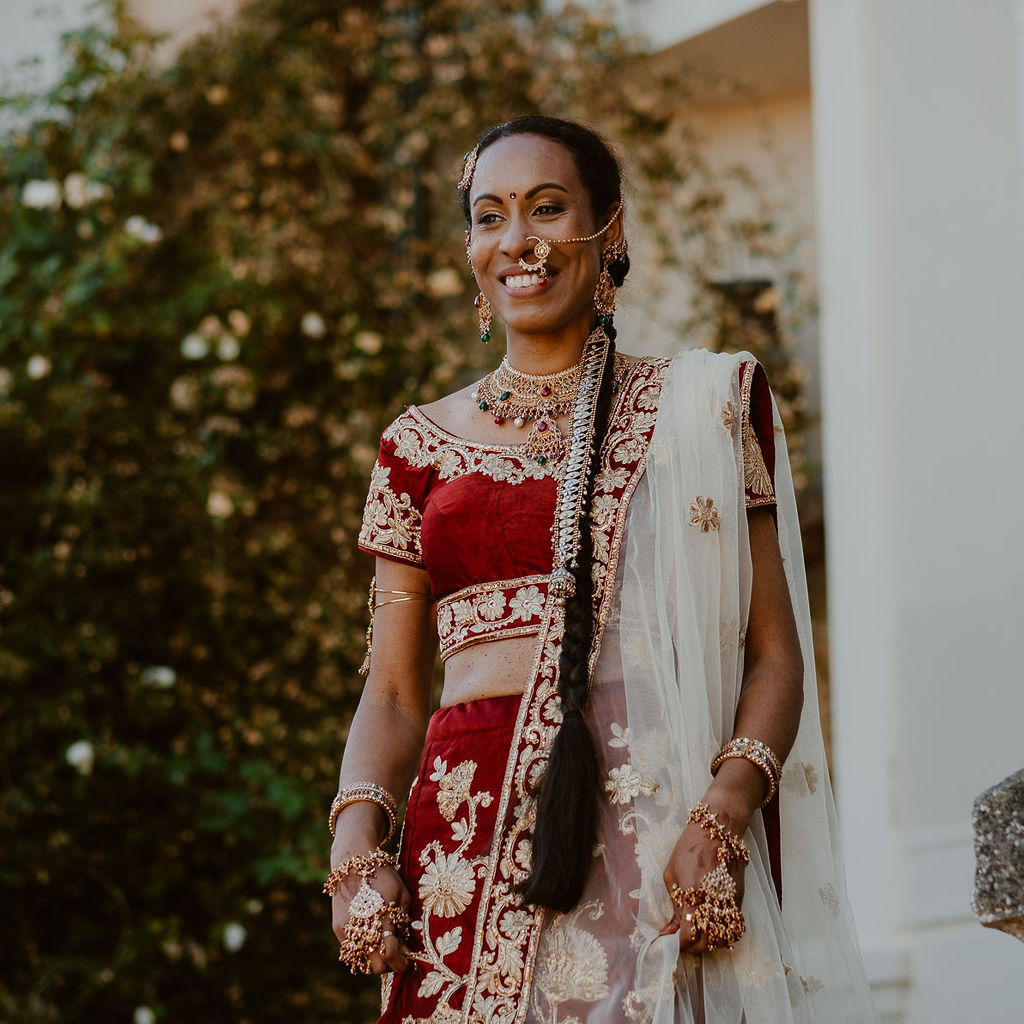 mariage multiculturel reception d emariage mariee tenue traditionelle indienne